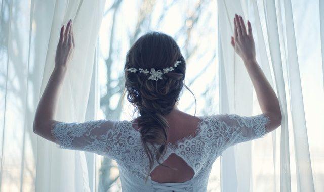 Krótkie suknie ślubne – czy wypada?