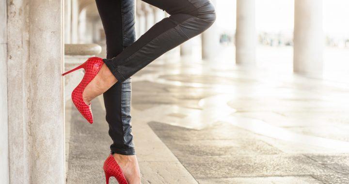 Skórzane spodnie damskie wracają do mody! Sprawdź, jak je nosić