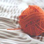 Praktyczne i stylowe swetry – jakie warto wybierać?