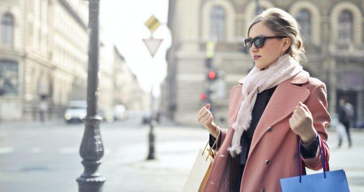 Moda damska na wiosnę – płaszcz wiosenny czy kurtka jeansowa?