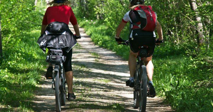 Zakup roweru kross damskiego – co trzeba wiedzieć i na co zwrócić uwagę?