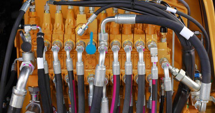 Co odpowiada za sterowanie kierunkiem przepływu cieczy w układach hydraulicznych?